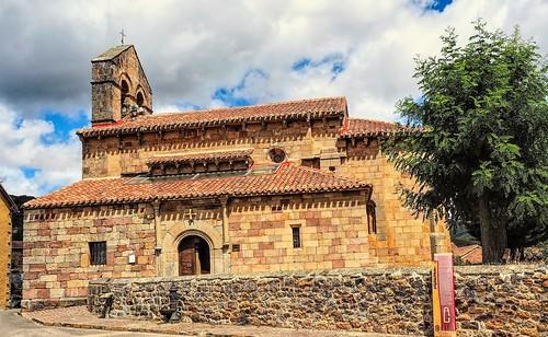 Iglesia románica. Revilla de Santullán. Palencia.