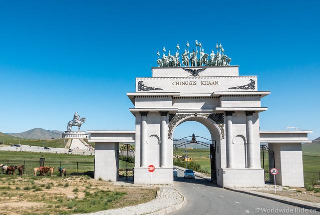 Mongolia Chiggis Khan Monument-8