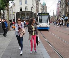 Amsterdam Centrum Rembrandtplein 2 girls walking