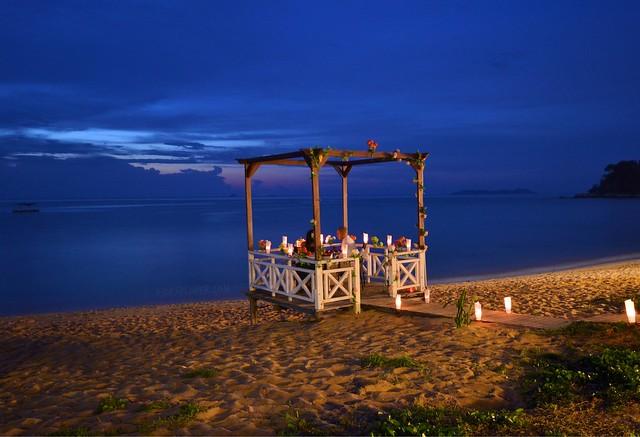 paya beach resort dinner by the beach
