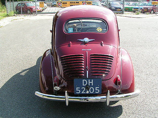 Renault_4CVBerline_1950_R2