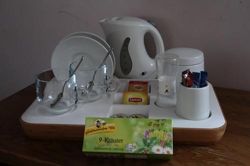 Wasserkocher im Hotelzimmer