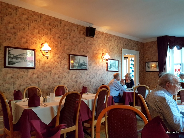 Old Country Inn dining room