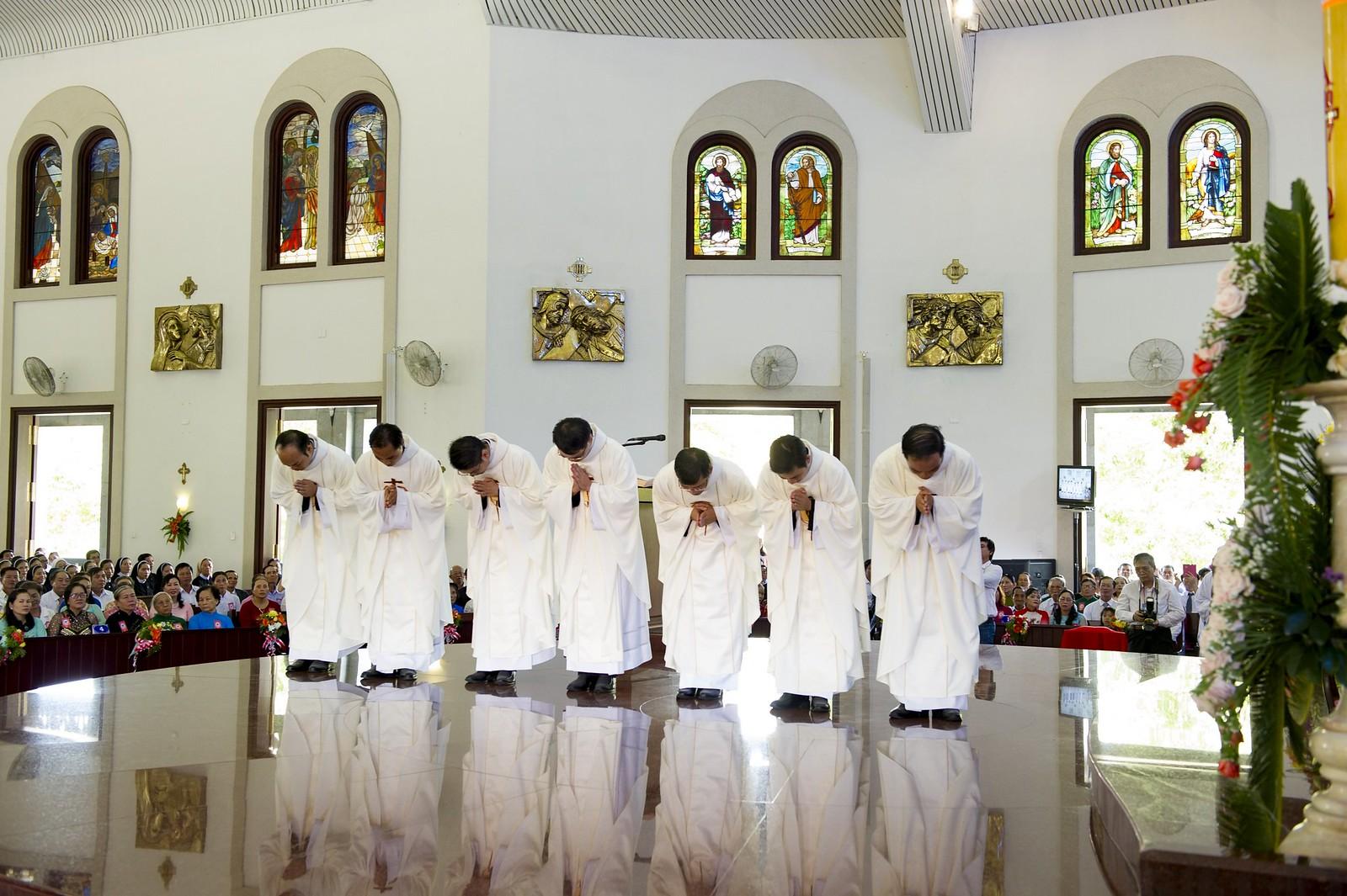 Giáo phận Bà Rịa: Thánh lễ Truyền chức Linh mục 2017 - Ảnh minh hoạ 17