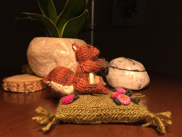 pincushion squirrel knitted