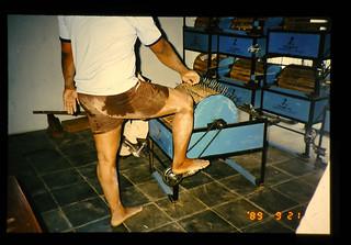 Pedal Thresher Workshop = 足踏み脱穀機の製造販売展