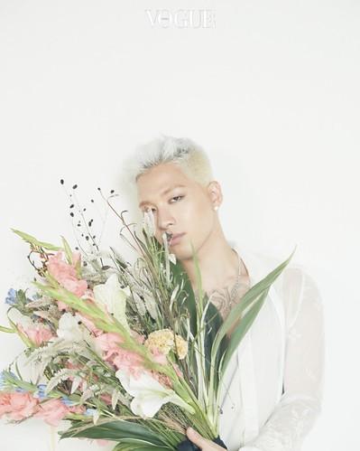 Taeyang Vogue Korea Sept 2017 Special Solar System (7)