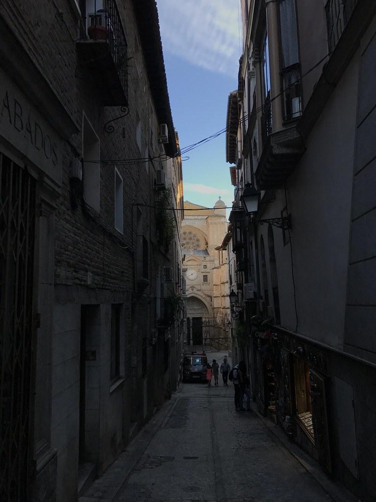 Calle de Chapinería, puerta del Reloj de la Catedral de Toledo
