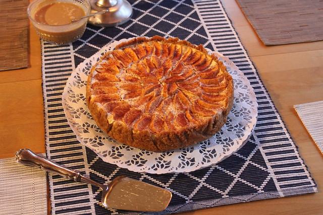 kinuskinen omena puolukka kakku 8