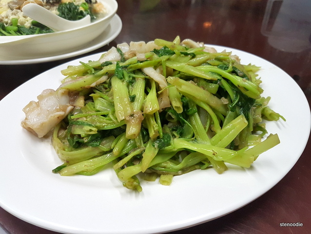 Sauteed Squids with Water Spinach