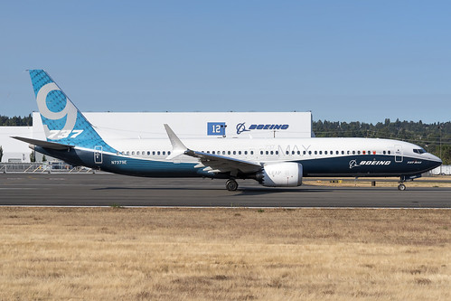 Boeing 737-9 Max N7379E