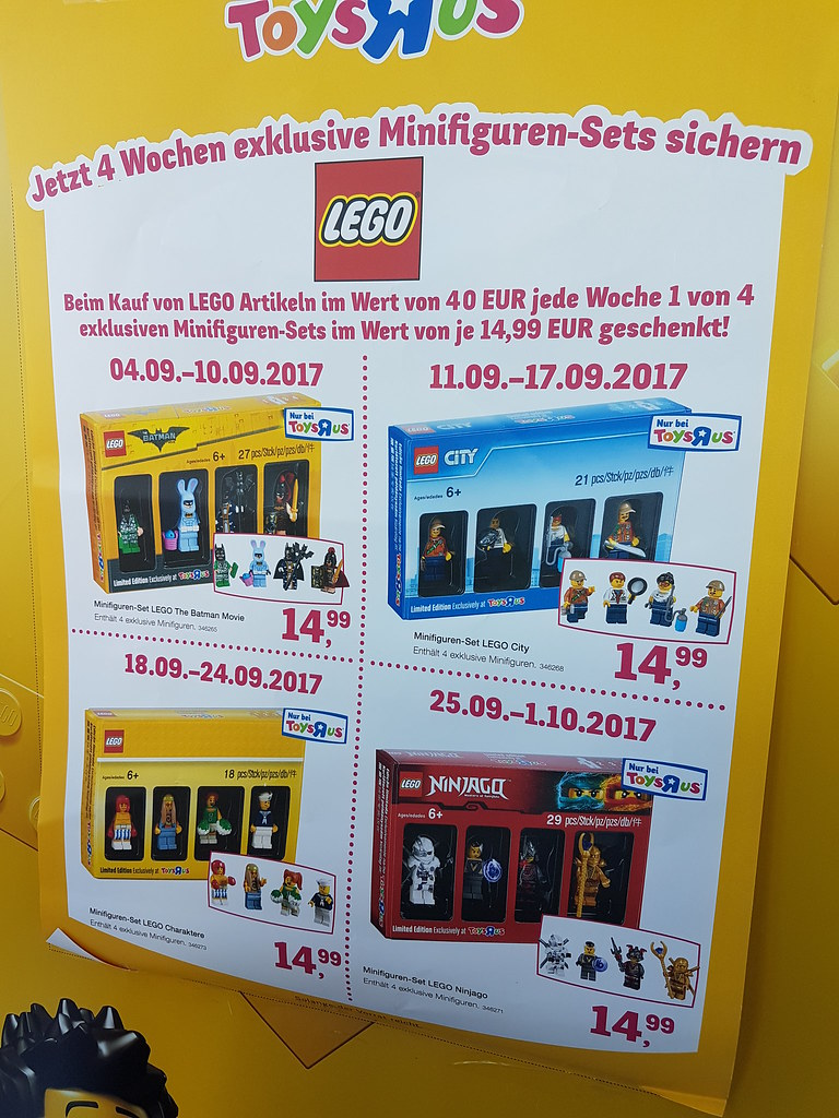 Exclusive minifigures at Toys'R'Us