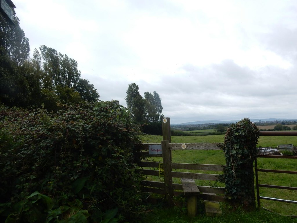 """I Spy """"Bull in field"""" sign. One of several on this walk. (Signs that is, not bulls). Aylesbury Vale PW to Aylesbury"""