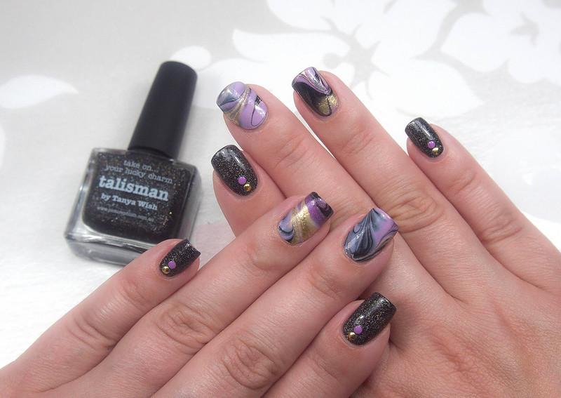 Drip marble nail art