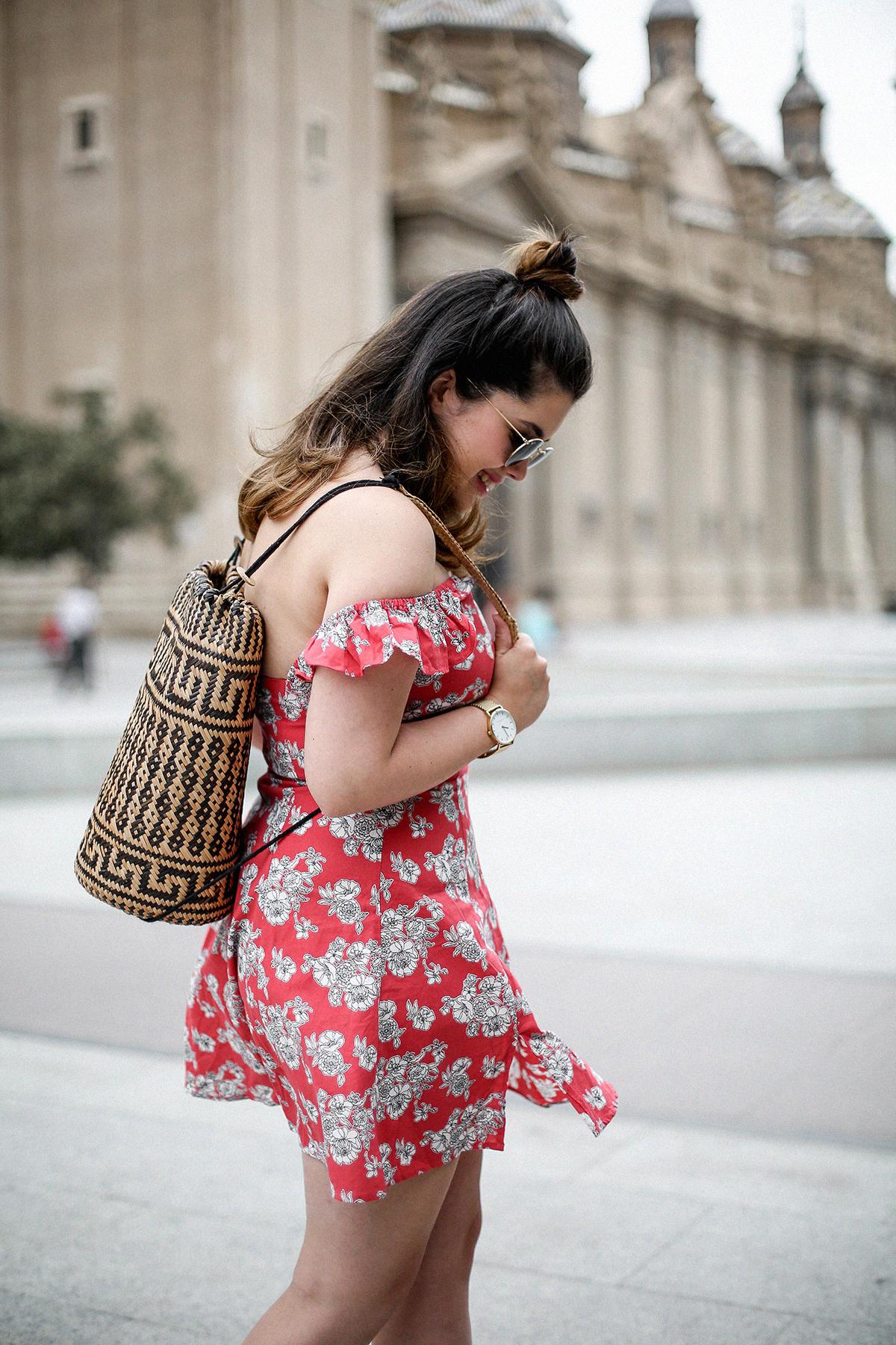 vestido-hombros-al-aire-asos-mochila-ratan-zaragoza-travel3
