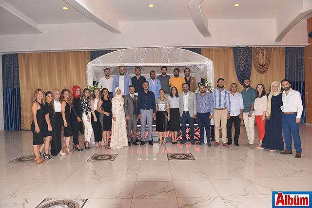 AK Parti MKYK üyesi Mustafa Toklu AK Parti İlçe Gençlik Kolları Başkanı Alaaddin Işık ve Yönetim kurulu üyeleri hep birlikte hatıra fotoğrafı çektirdi.