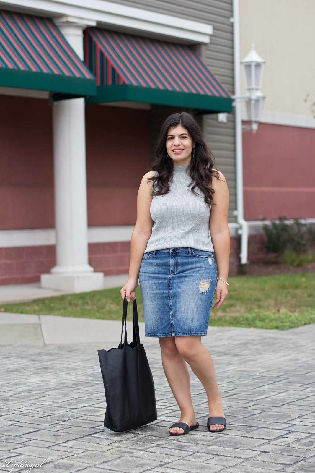 ribbed sleeveless sweater, denim pencil skirt, scalloped tote, soak slides-12