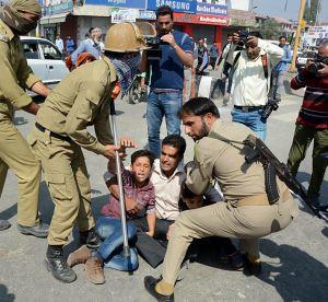Restrictions continue in Srinagar to prevent Muharram processions » Kashmir Media Service 2017-09-30-at-11-42-56-300x276