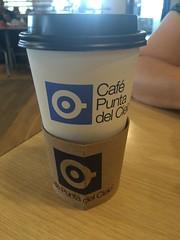 Disfrutando un rico café.