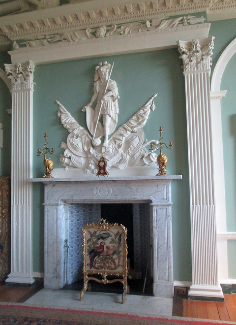 Room  Overmantel + fireplace