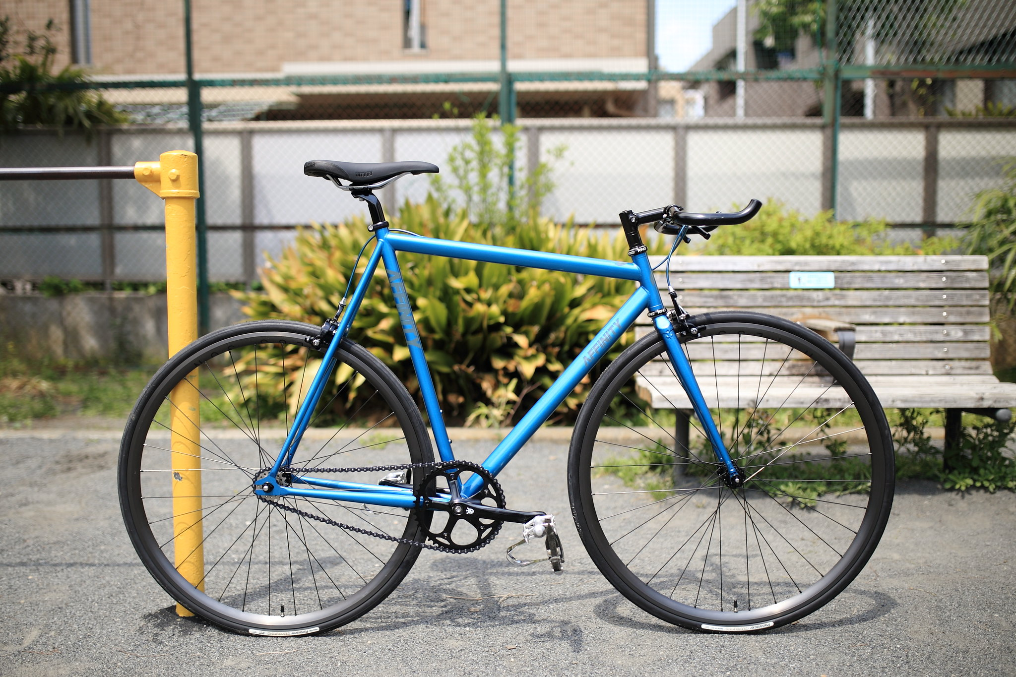 *AFFINITY CYCLES* lo pro complete bike