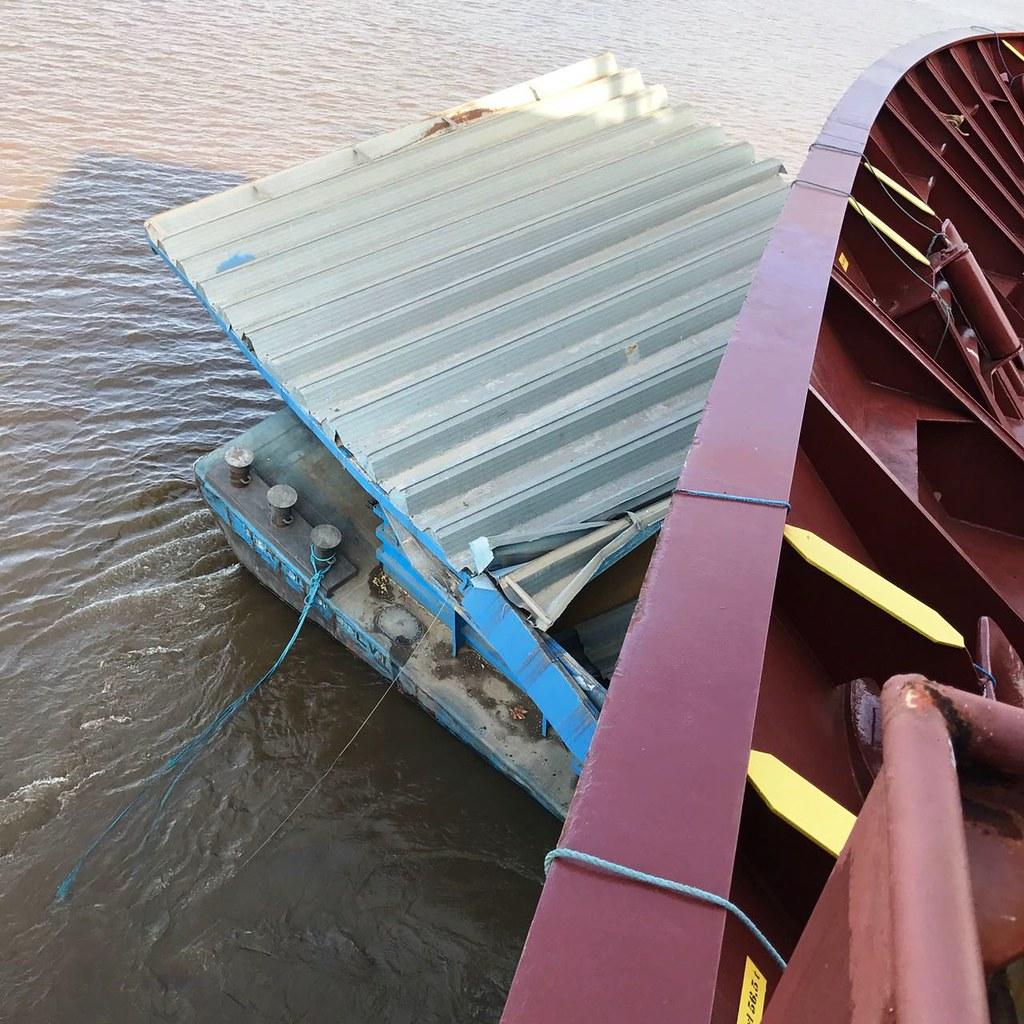 Empurrador e navio se chocam no rio Amazonas, próximo a Óbidos, acidente. Balsas e navio