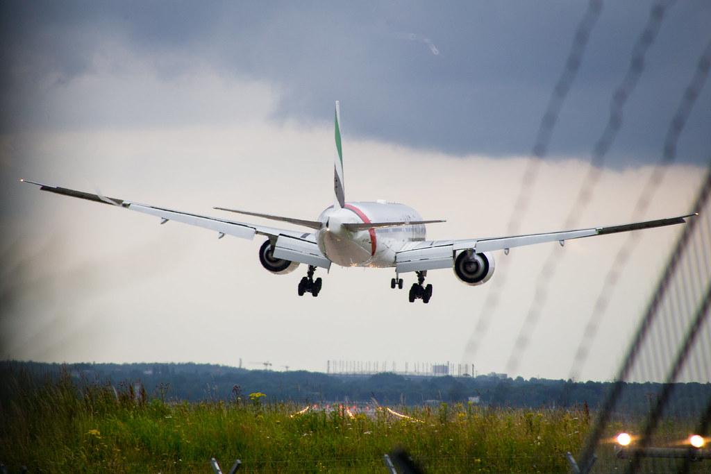 Hamburg Airport: Emirates Boeing 777-31H(ER) B77W A6-ENI