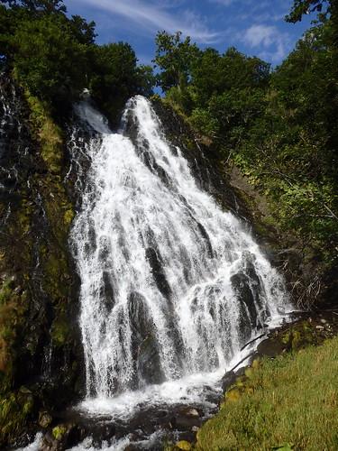 でかいし豪快な感のある滝。