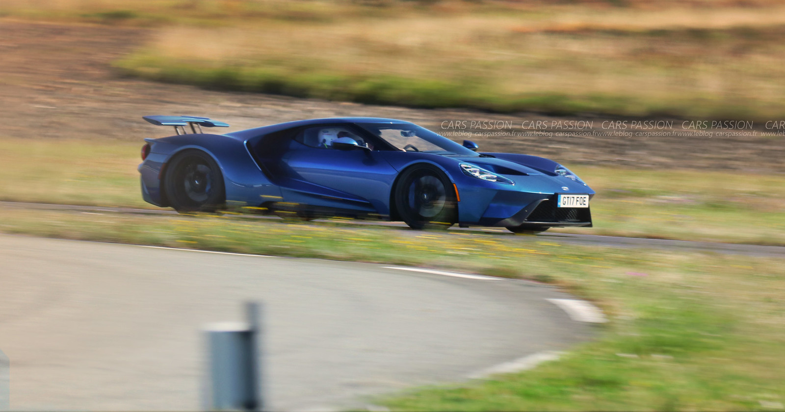1-Ford-GT-2017-track2