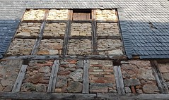 Wall of a barn in Bürden. - Half-timbered. Stones, bricks. Slate-shingled