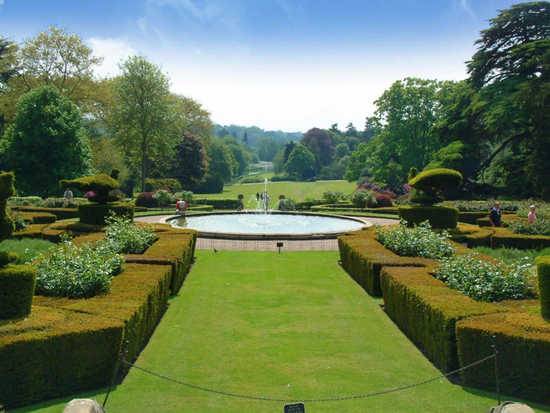 Warwick Castle Gardens. Credit shakestd