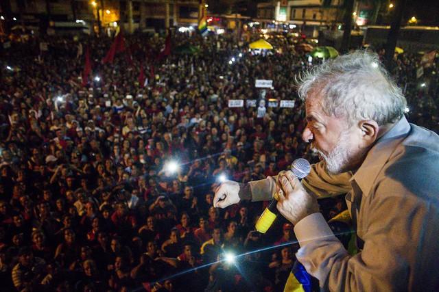 Pernambucanos de diversas regiões participam de ato com Lula e Dilma