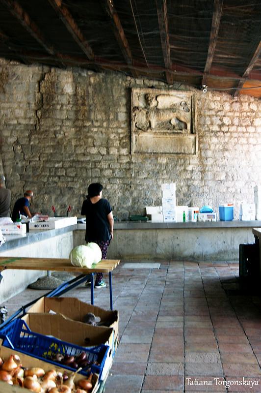 Продажа рыбы на которском рынке