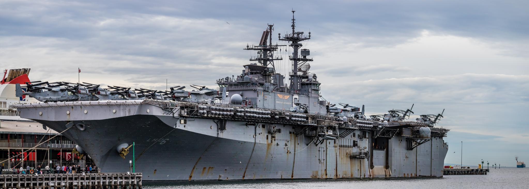 Amphibious assault ship (LHA - LHD - LPD) - Page 4 36890420002_5a58e43c73_o