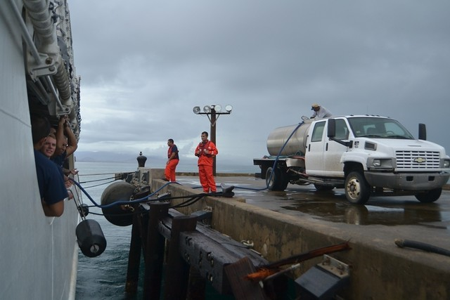 Cutter Venturous delivers fuel and water to Vieques, Puerto