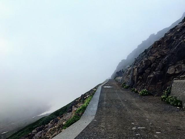 乗鞍岳 肩の小屋前 登山道