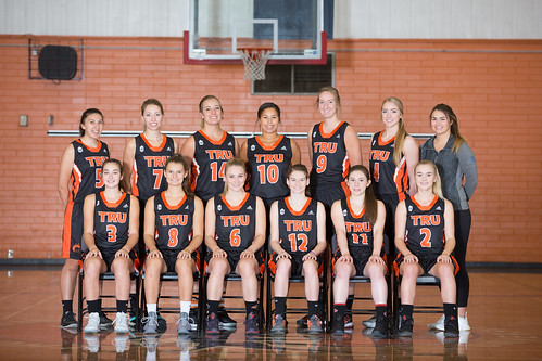 2017-18 WBB team shot (Snucins)