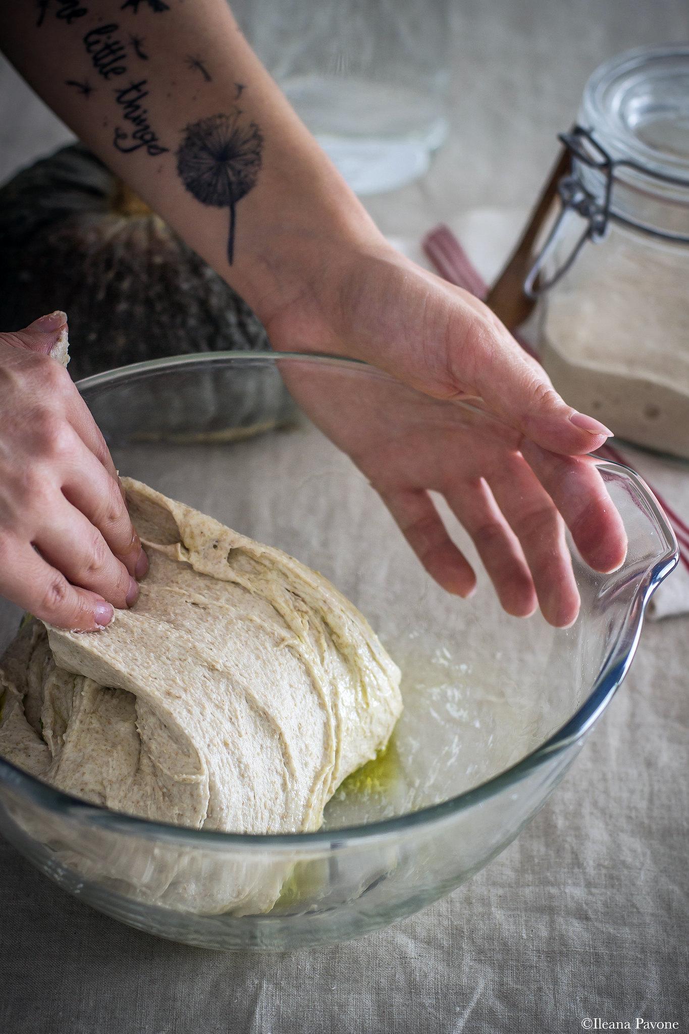 Focaccia con zucca, cipolle e olive_3