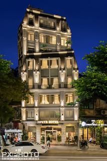 Zephyr Suites Hotel