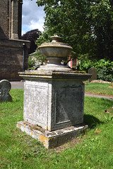 urn on a square tombchest