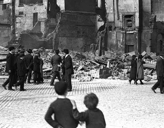 1916: The Irish Rebellion + DEBATE