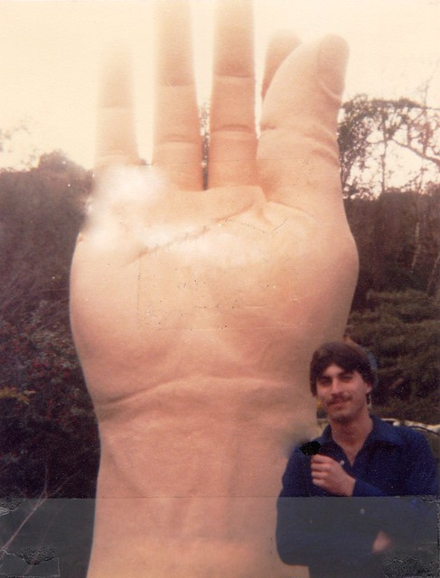 Surreal weirdness with yours truly at age 19 in Los Angeles. Taking in the local culture for the very first time. This is not Mr Hand in