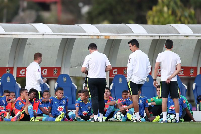 Paulo Victor Gomes comanda Seleção Sub-15 nos treinamentos de agosto. Lucas Figueiredo/CBF