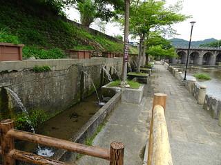 這一側旁邊還有小水道