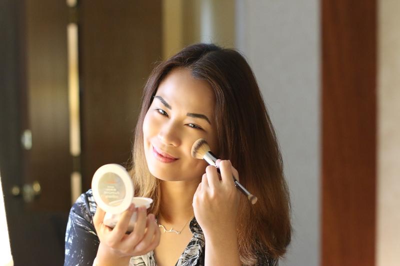 neutrogena-skinclearing-powder-foundation-brush-9