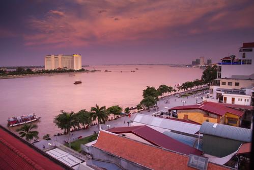 verde tonlesap mekong river rio city ciudad phnompenh nompen cambodia kampochea cambodja camboya sudesteasiatico sudestasiatic southeastasia asia asiatic indochina khmer jemer atardecer sunset sunrise luz cielo color colores colors calle