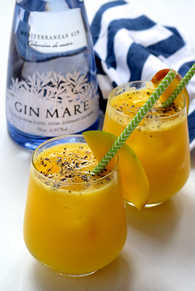 Gin & Mango Spritz with Black Pepper | www.rachelphipps.com @rachelphipps