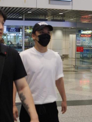 2017-08-11 Seungri arrival in Kuala Lumpur  (YG Republique Malaysia) (1)
