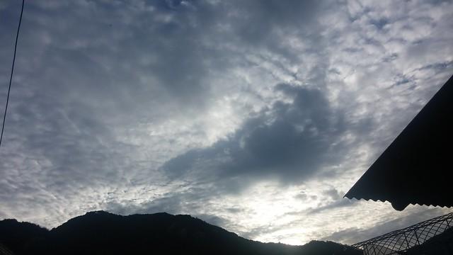 구름가득한 아침하늘 | 승무산