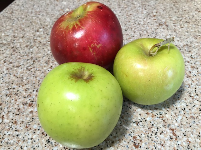 Golden Delicious/Braeburn/Arkansas Black